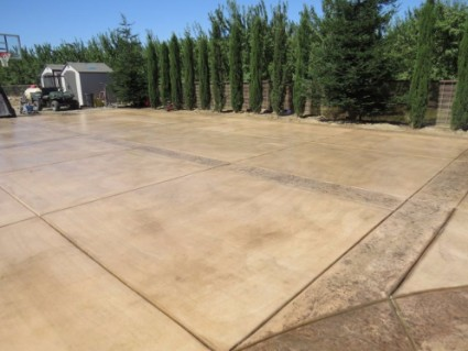 an image of a concrete driveway projects in stanislaus county
