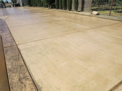 a picture of paved driveway in tracy, ca